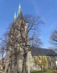 Kirche außen 2