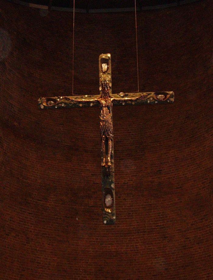 Christus der herrliche König - Kreuz in der Abteikirche zu Königsmünster in Meschede - Foto: Matthias Schmidt