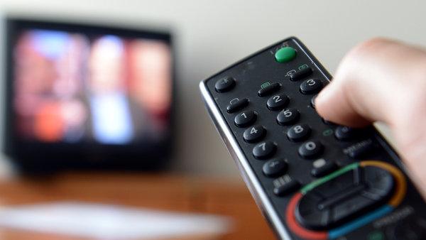 Studie:Jeder zweite Zuschauer isst beim Fernsehen