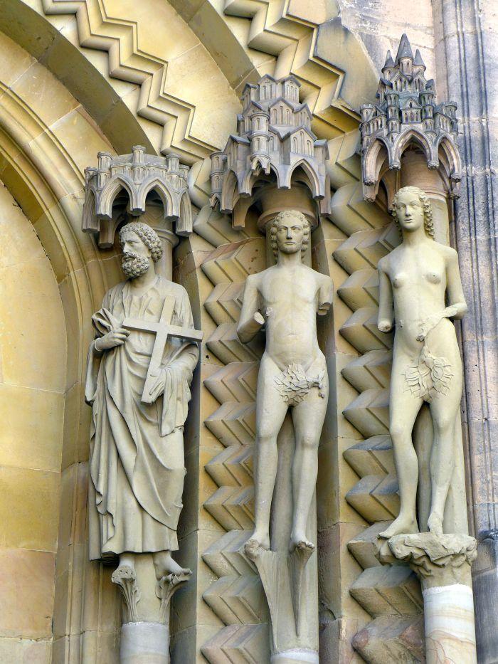 Petrus mit Adam und Eva am Adamsportal des Bamberger Doms