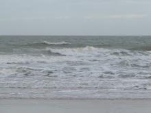Das Meer, Wellen rollen an den Strand